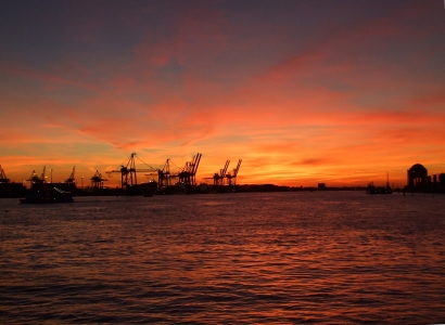 Picture no: 9414282 Hamburger Hafen bei Nacht Created by: Charabia