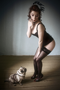 Picture no: 9694572 Pinup mit Mops Created by: Susanne Güttler