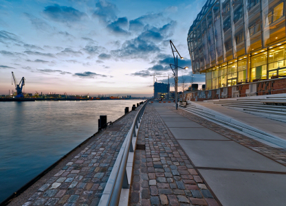 Picture no: 10032385 HAMBURG * HAFEN-City * Created by: Licht-Werk