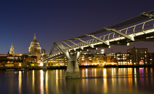 Picture no: 10378095 Cityscape of London at the blue hour Created by: Circumnavigation