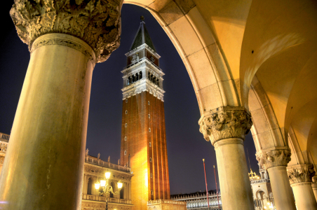 Picture no: 10408519 San Marco by Night Created by: Venezia