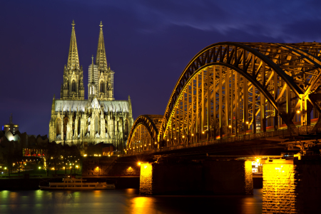 Picture no: 10462538 Cityscape of Cologne at twilight Created by: Circumnavigation