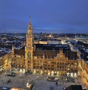 Picture no: 10515829 Rathaus München Created by: FineArtImages