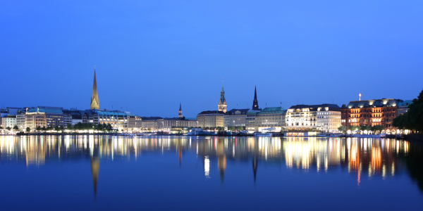 Picture no: 10645524 Hamburgs Blaue Stunde Created by: FotoDeHRO