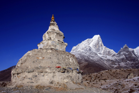 Picture no: 10736721 Stupa und Berg Created by: Gerhard Albicker