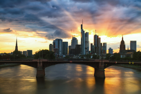 Picture no: 11010028 Sunrays on the skyline of Frankfurt Created by: Circumnavigation