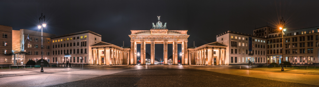 Picture no: 11101231 Berlin Brandenburger Tor Panorama bei Nacht II Created by: Jean Claude Castor