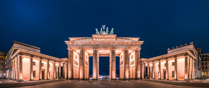 Picture no: 11130094 Berlin Brandenburger Tor Panorama zur blauen Stunde Created by: Jean Claude Castor