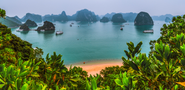 Picture no: 11166748 Vietnam - Halong Bay Panorama Created by: Jean Claude Castor