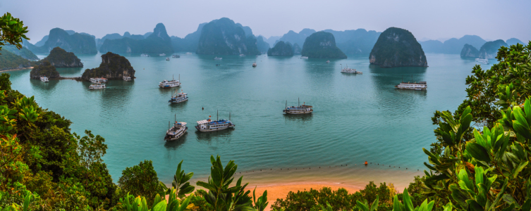 Picture no: 11166762 Vietnam - Halong Bay Panorama Created by: Jean Claude Castor