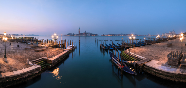 Picture no: 11492128 Venedig - Uferpromenade am Morgen Created by: Jean Claude Castor