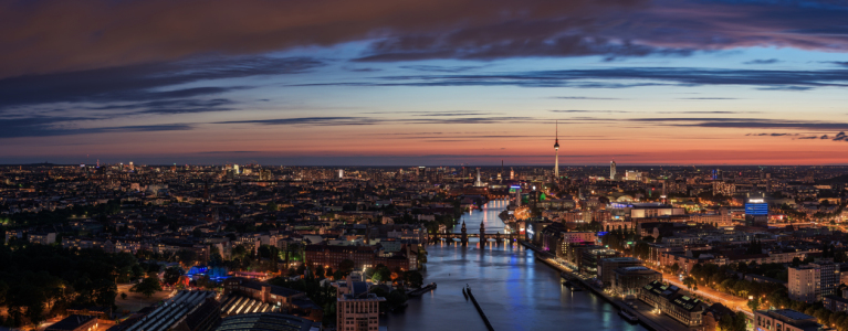 Picture no: 11547246 Berlin - Skyline Mediaspree Panorama zur blauen Stunde Created by: Jean Claude Castor