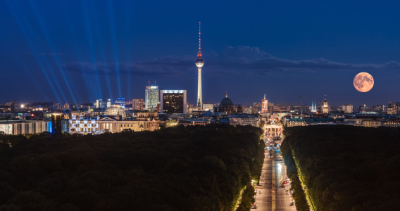 Picture no: 11585644 Berlin - Skyline Panorama mit Supermond Created by: Jean Claude Castor