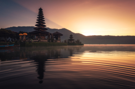 Picture no: 11770110 Bali - Reflektionen  Created by: Jean Claude Castor