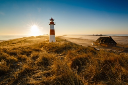 Picture no: 11799902 Sonne am Leuchtturm Sylt_Ost Created by: Ursula Reins