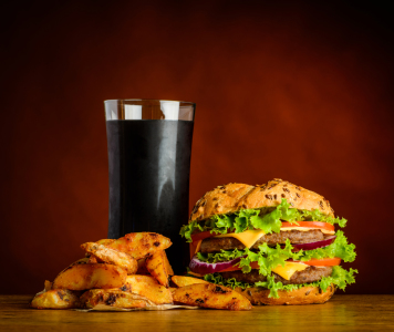 Picture no: 11820625 Cola mit Burger und Pomes Created by: xfotostudio