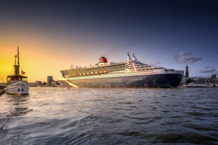 Picture no: 11930950 Schaarhörn und Queen Mary 2 Created by: PhotoArt-Hartmann