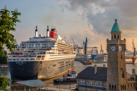 Picture no: 11961033 Queen Mary 2 - Eindockmanöver Created by: Hamburg-Impressionen