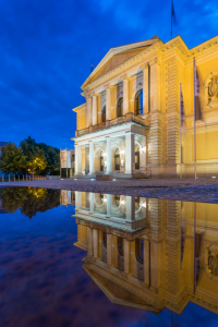 Picture no: 11990469 Opernhaus in Halle im Spiegel Created by: Martin Wasilewski