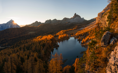 Picture no: 11991173 Herbstszenerie am Lago Federa in Cortina d\'Ampezzo Created by: Graphitone