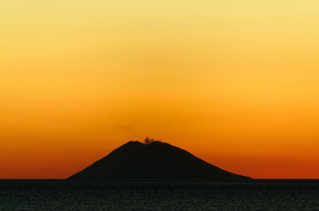 Picture no: 11999809 Vulkaninsel Stromboli beim Sonnenuntergang Created by: Dennis Gross