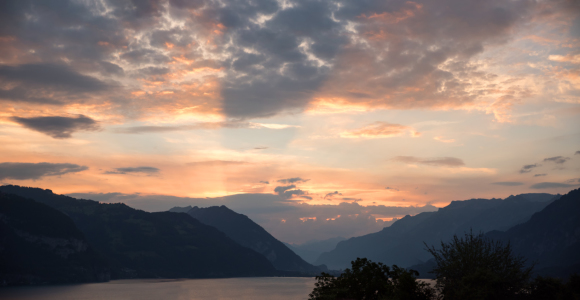 Picture no: 12011595 Sonnenaufgang am Thunersee Schweiz Created by: SusaZoom