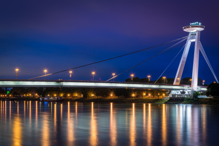 Picture no: 12042328 UFO Brücke in Bratislava am Abend Created by: Martin Wasilewski