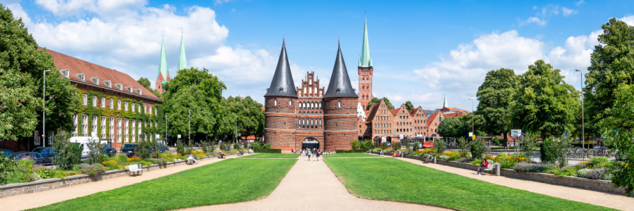 Picture no: 12046766 Panorama des Holstentor in Lübeck Created by: eyetronic