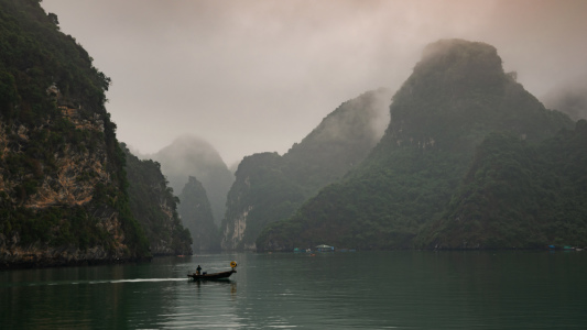 Picture no: 12062950 Fischer in der Halong Bay - Vietnam Created by: orxy