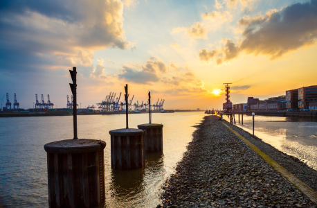 Picture no: 12073681 Hamburg Hafen Created by: Werner Reins