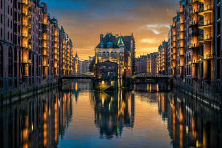 Picture no: 12394407 Sonnenuntergang am Wasserschloss in Hamburg Created by: Mapics