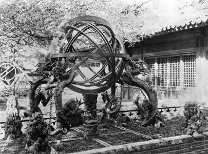 Picture no: 31002047 Astronomical instruments at the Imperial Observatory, Peking, China, c.1900 Created by: Unbekannte Fotografen