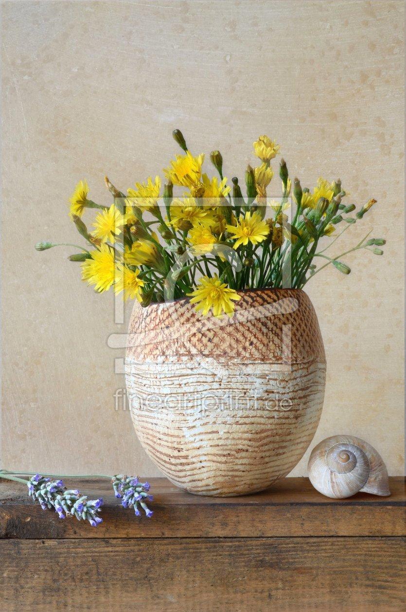 stillleben mit wildblumen als sitzkissen von rolf eschbach erh ltlich b. Black Bedroom Furniture Sets. Home Design Ideas