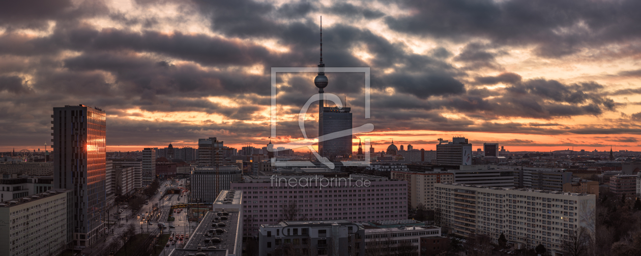 berlin skyline panorama bei sonnenuntergang als tis. Black Bedroom Furniture Sets. Home Design Ideas