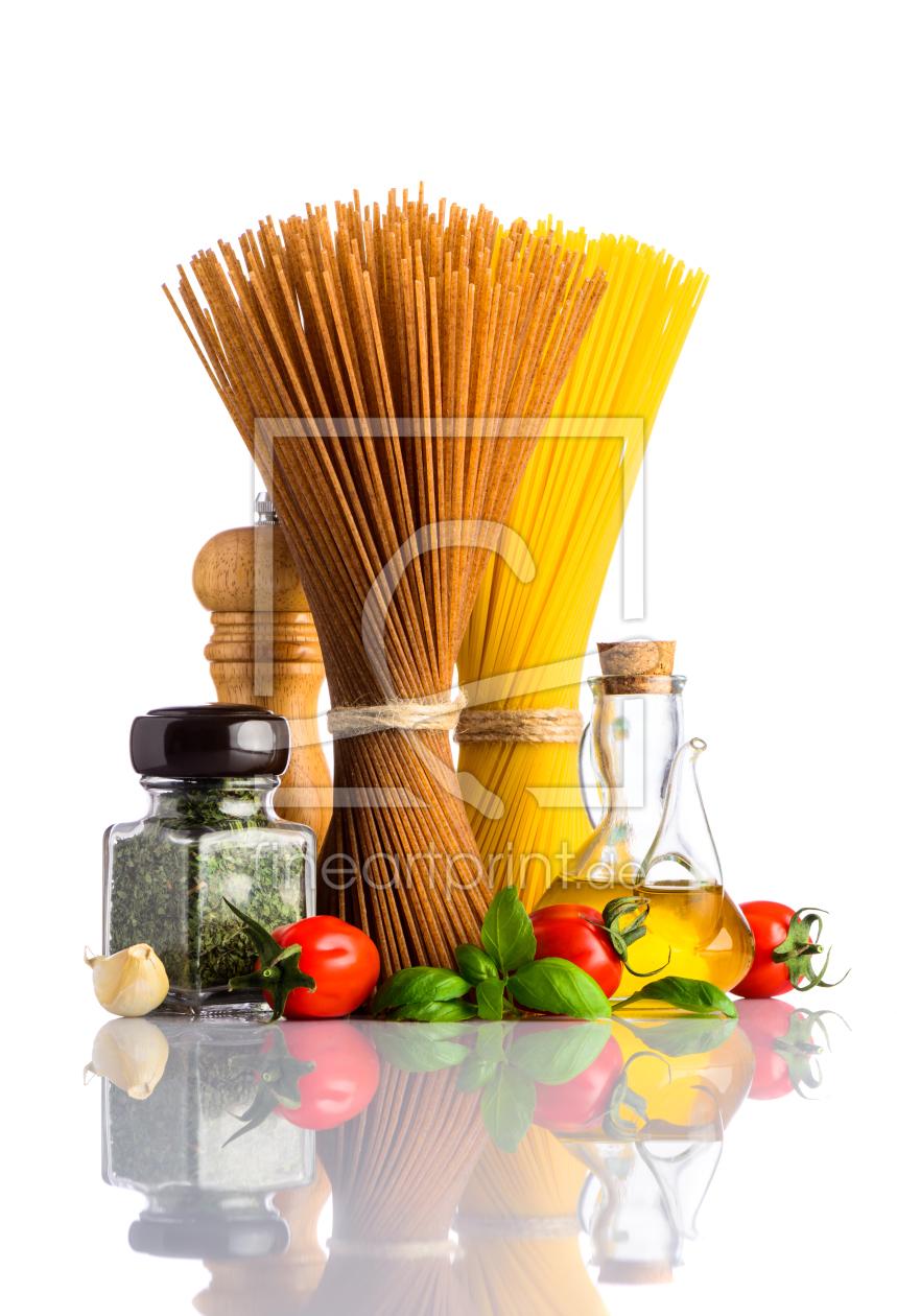 Italienisch spaghetti kochen wei er hintergrund als gru for Kochen italienisch
