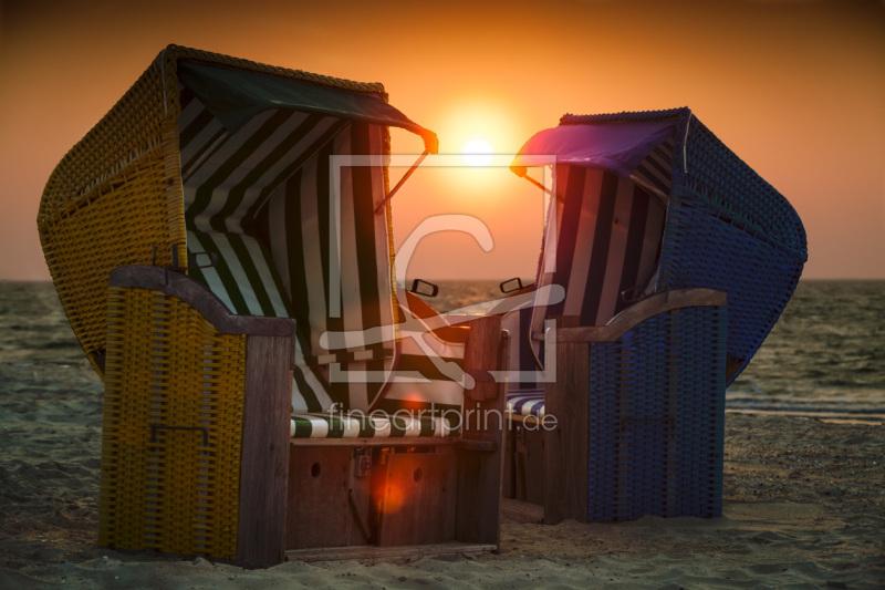 Strandkorb sonnenaufgang  Strandkörbe am Strand von Wyk auf Föhr bei Sonnena...