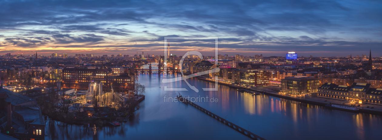 berlin skyline panorama zur blauen stunde als tasse v. Black Bedroom Furniture Sets. Home Design Ideas